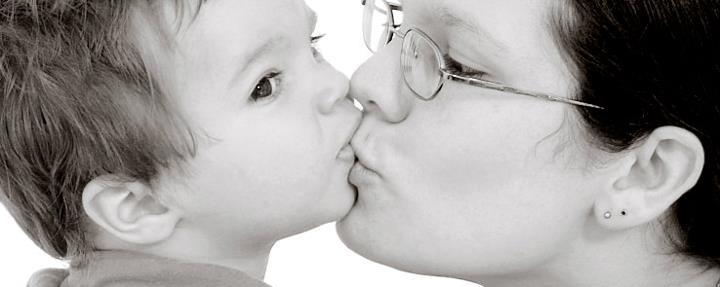 Mama Storm kiss